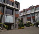 Rumah di Kemang, Mewah, Rumah Baru 3Lt, Pool, Lift, Full Furnish, dlm Townhouse di Kemang Raya