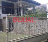 Rumah di Cinere, 2Lt, Lahan Luas, dlm Kawasan yg Nyaman dan Asri di Villa Vinere Mas