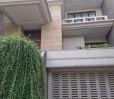 Rumah Di Kebyoran Baru, Mewah 3Lt, Pool, Lift, Strategis di Hang Lekiu